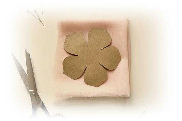 Цветок из шифона: брошь для наряда или заколка для волос