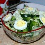 Салат из пекинской капусты и перепелиных яиц