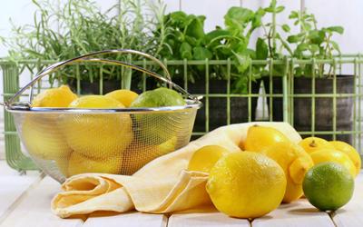 Советы для здоровой диеты: 10 причин включить в рацион лимоны