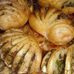 Запеченный картофель, фаршированный грибами и зеленью