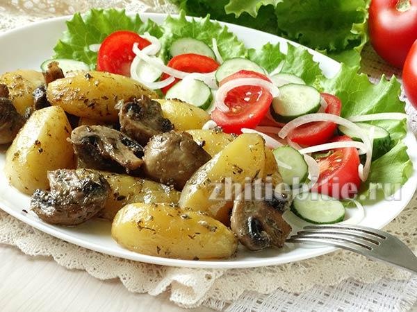 Картошка, запеченная с грибами в духовке