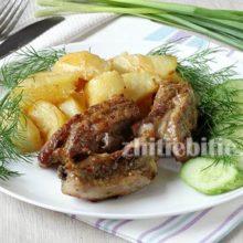 Свиные ребрышки с картошкой в духовке