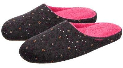 Домашняя обувь: подарите ногам легкость и комфорт